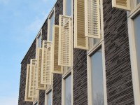 houten louvre luiken op appartement