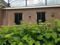 raamluiken louvre gesloten grote lamellen