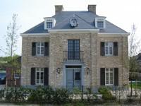 voorbeeld huis met combinatie louvre luik en paneel luiken