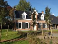 voorbeeld huis met opgeklampte houten luiken