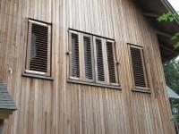 houten louvre luiken gesloten